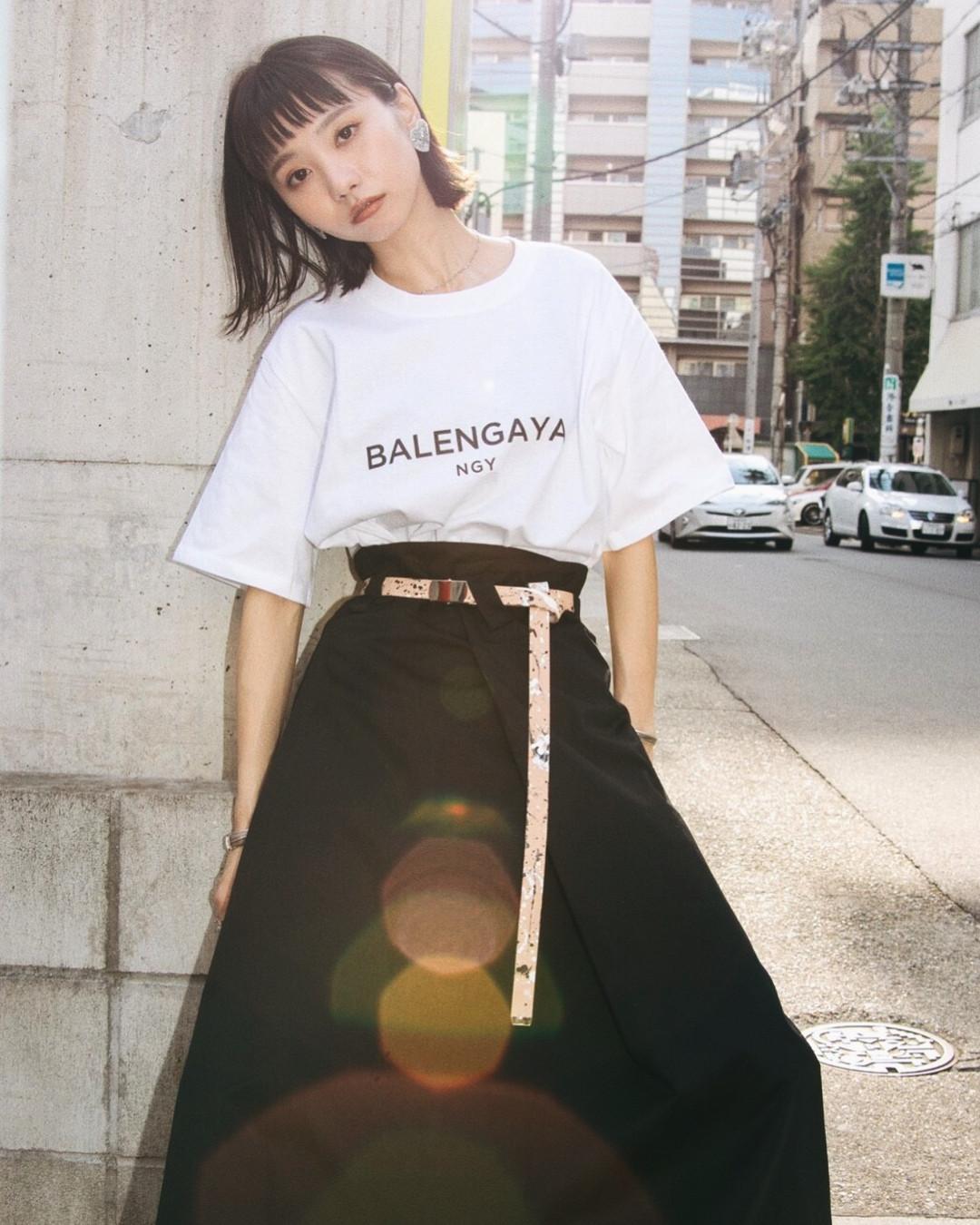 ロングスカート×Tシャツでモードなカジュアルコーデ 出典:yukikato29