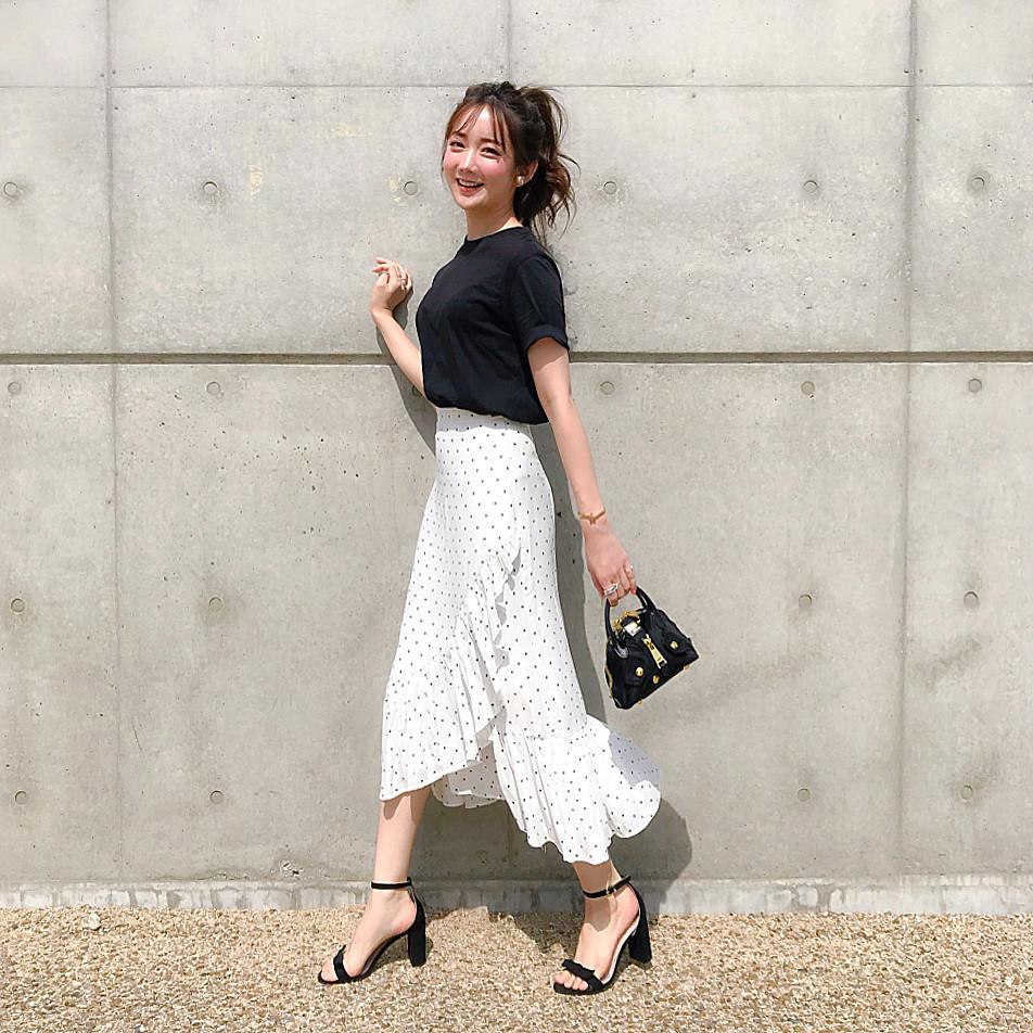 ドット柄スカートでトレンドコーデ 出典:___mikik___