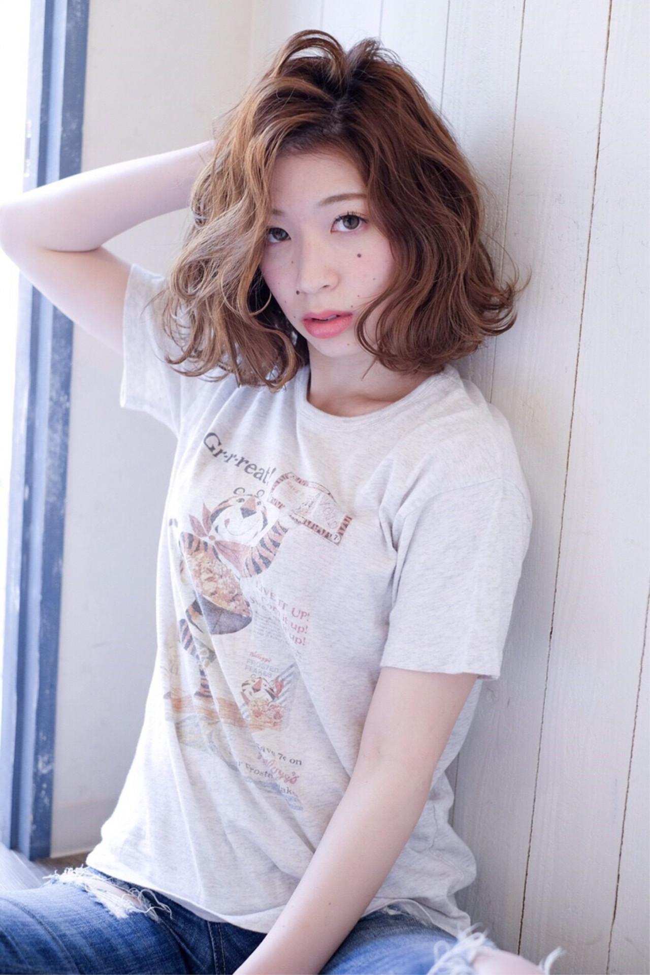 パーマ 大人かわいい ミディアム ナチュラル ヘアスタイルや髪型の写真・画像