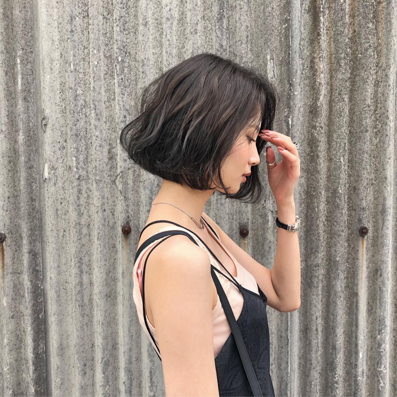 アッシュグレージュ スモーキーカラー モード 色気 ヘアスタイルや髪型の写真・画像