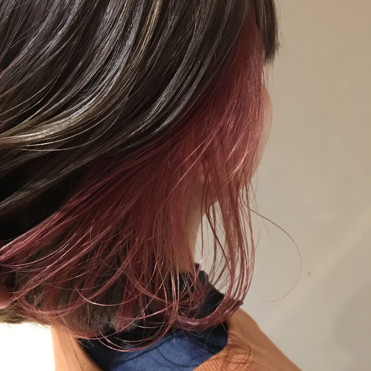 ピンクアッシュ インナーカラー ミディアム ストリート ヘアスタイルや髪型の写真・画像