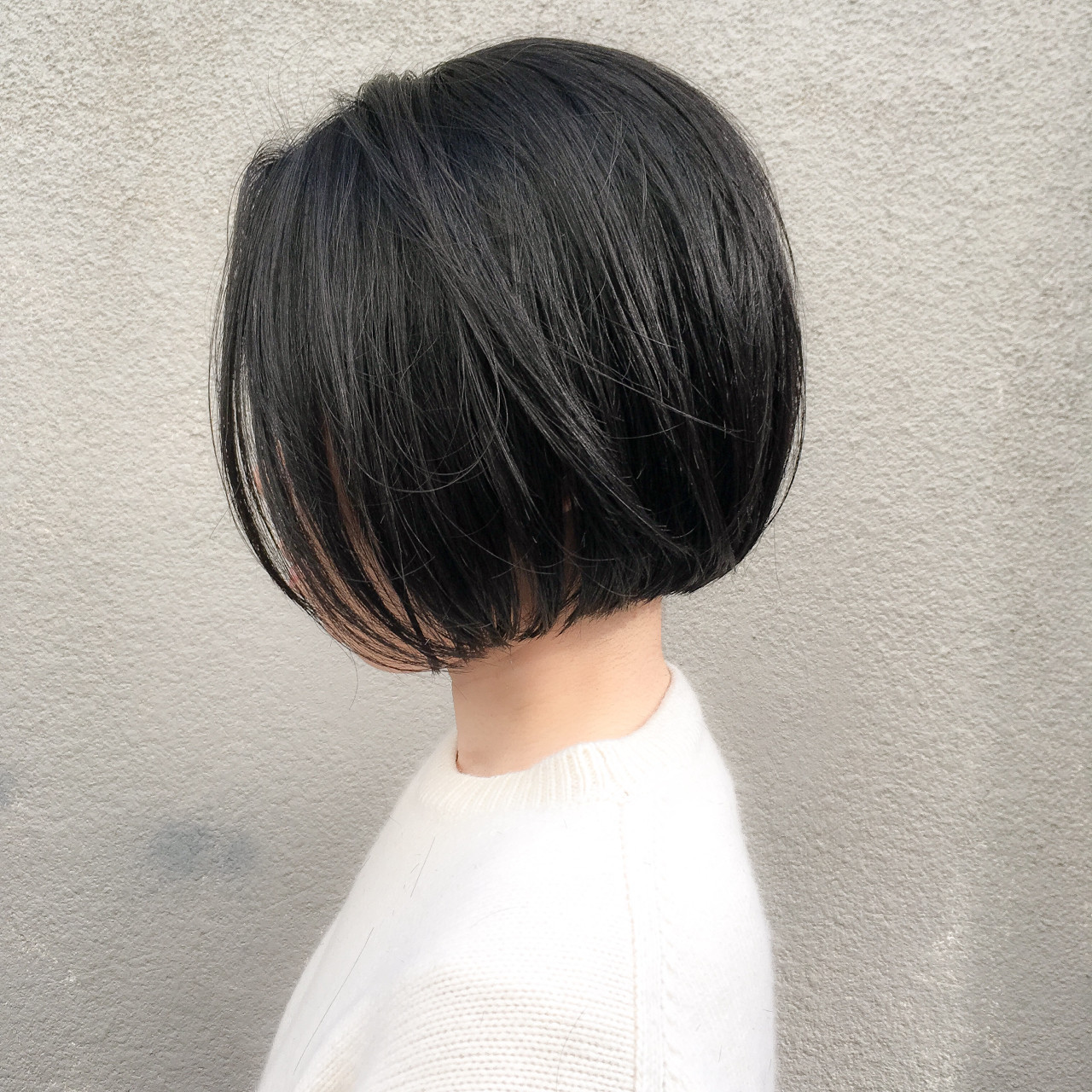 前下がり 黒髪 ボブ 切りっぱなし ヘアスタイルや髪型の写真・画像