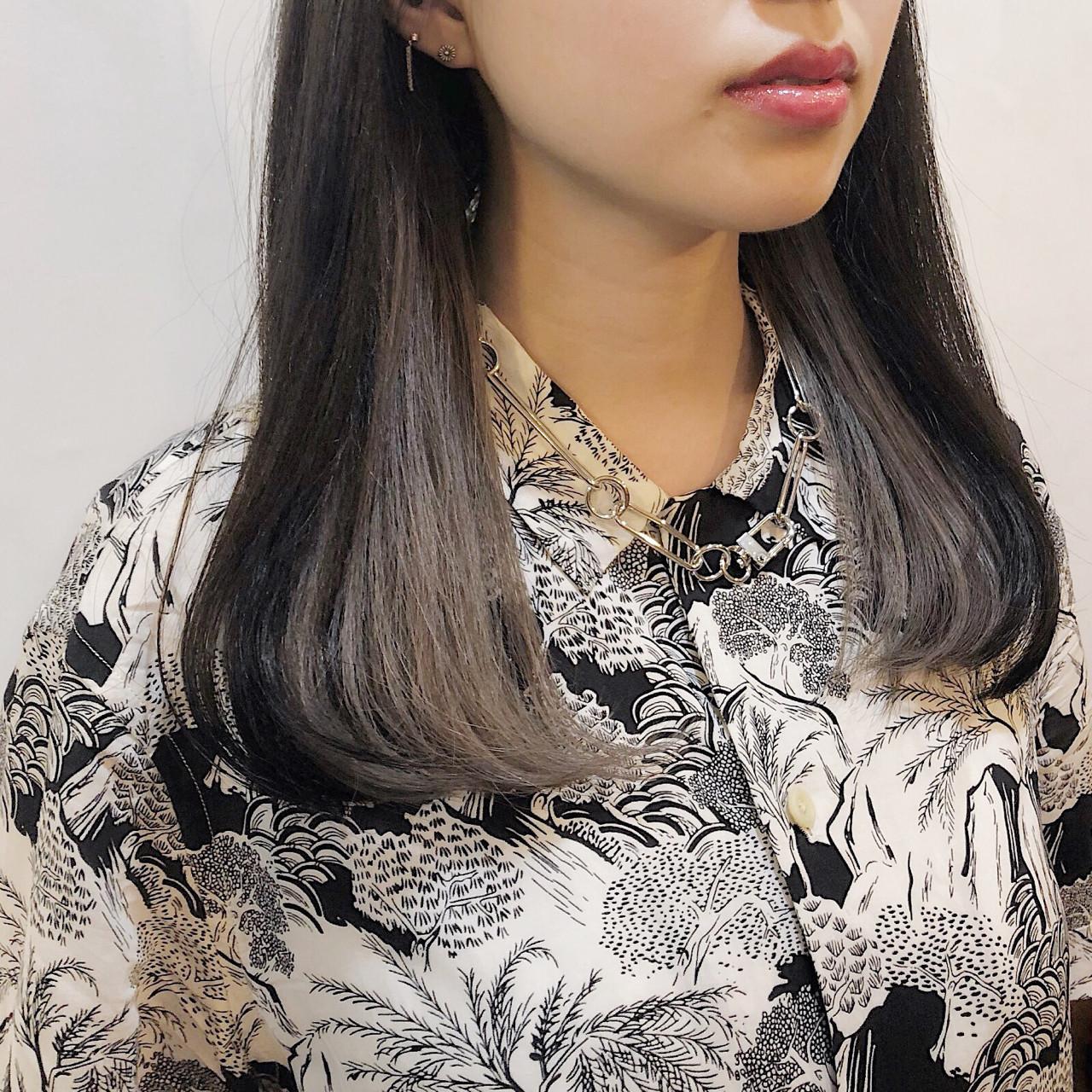 グレーアッシュ ブリーチ グレージュ モード ヘアスタイルや髪型の写真・画像