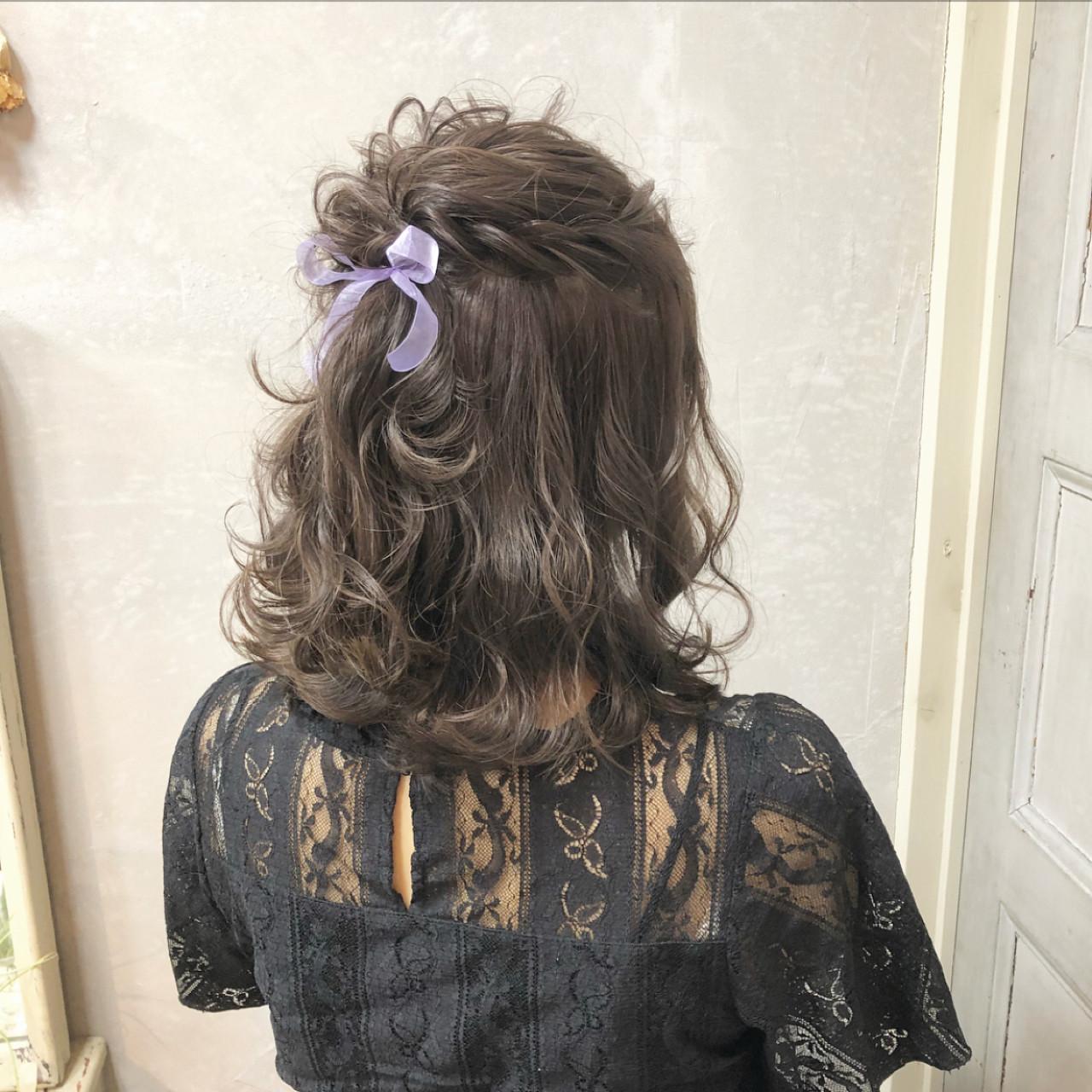 ガーリー ヘアアレンジ ミディアム 簡単ヘアアレンジ ヘアスタイルや髪型の写真・画像