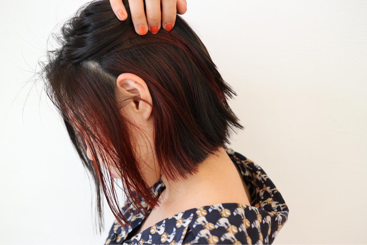 ストリート レッド 黒髪 インナーカラー ヘアスタイルや髪型の写真・画像