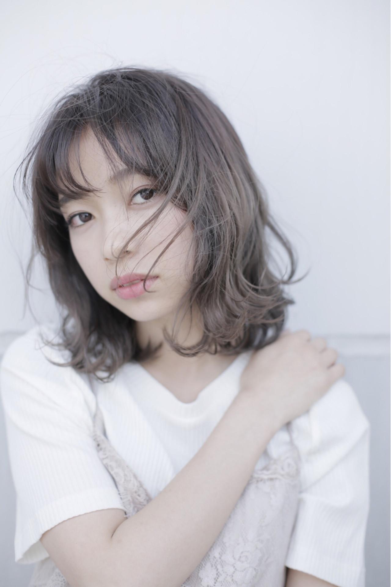 グレーアッシュ ミディアム 透明感 春 ヘアスタイルや髪型の写真・画像