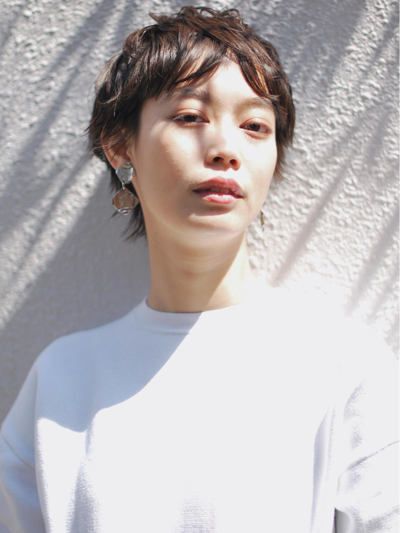 黒髪 センターパート ナチュラル ショート ヘアスタイルや髪型の写真・画像
