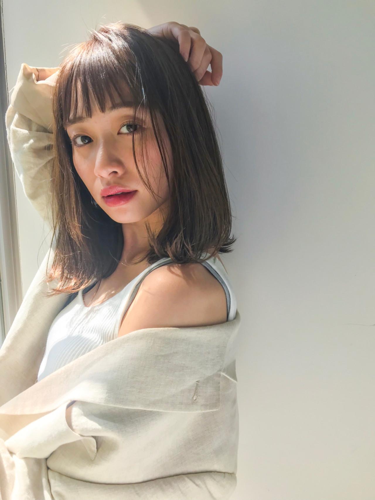 フェミニン ロブ 前髪あり レイヤーカット ヘアスタイルや髪型の写真・画像