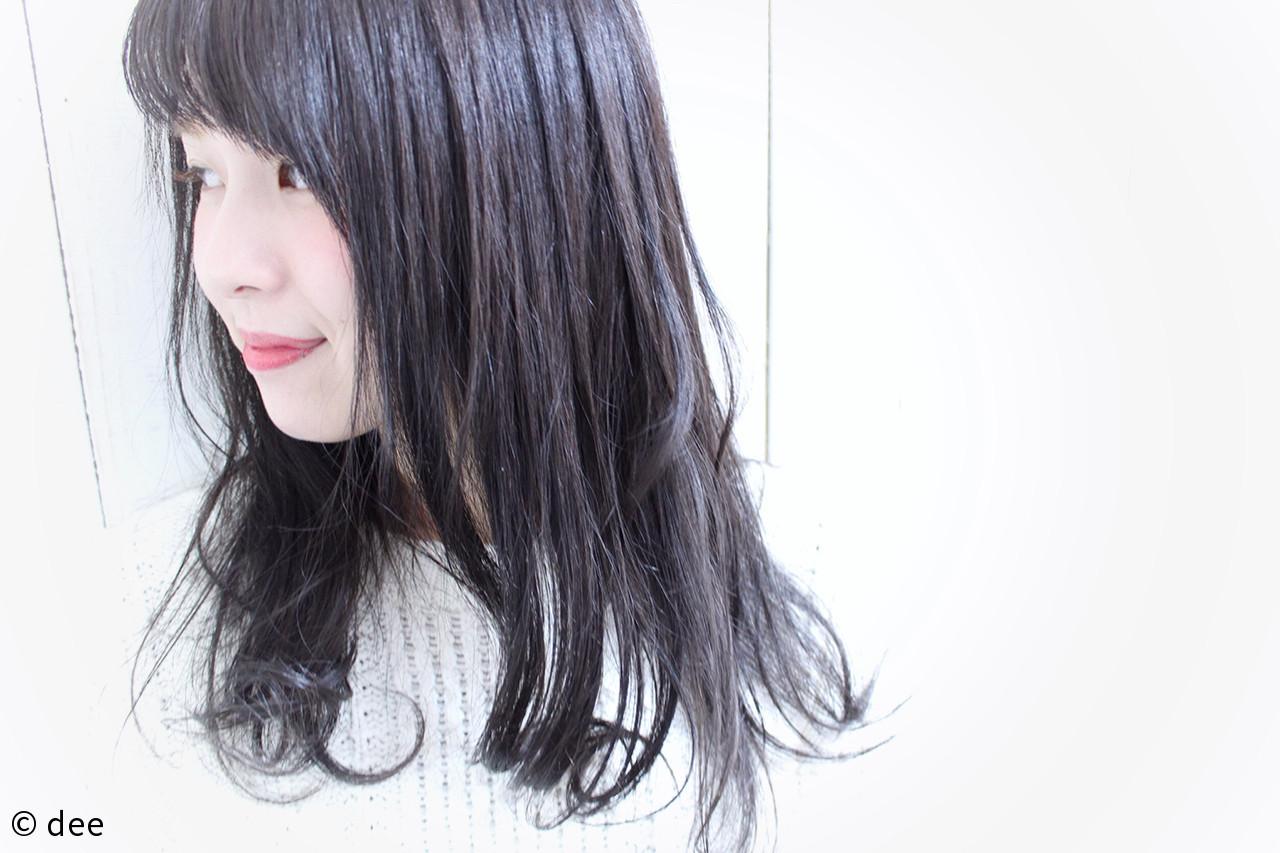 ナチュラル セミロング シースルーバング 黒髪 ヘアスタイルや髪型の写真・画像