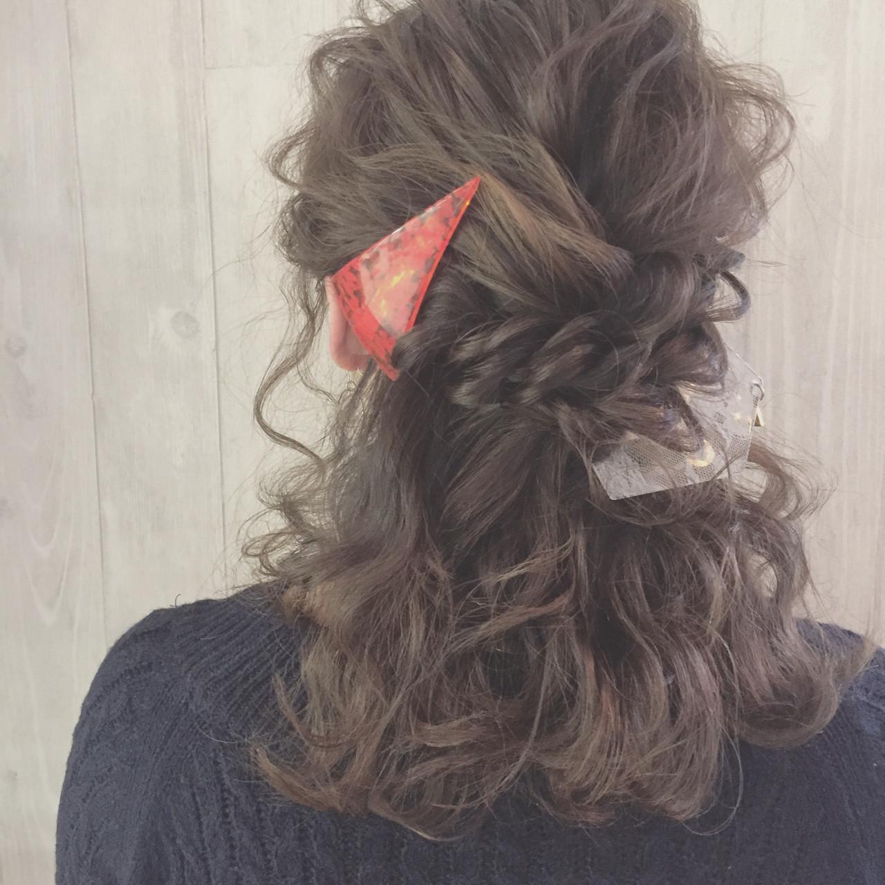 ゆるふわ ねじり ふわふわ ガーリー ヘアスタイルや髪型の写真・画像