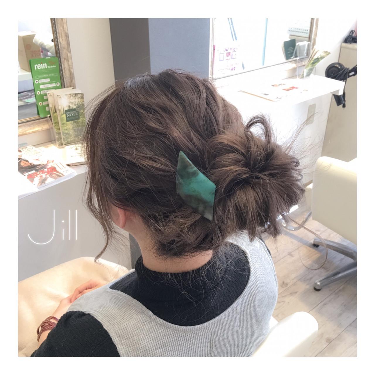 簡単ヘアアレンジ ミディアム バレッタ 外国人風 ヘアスタイルや髪型の写真・画像
