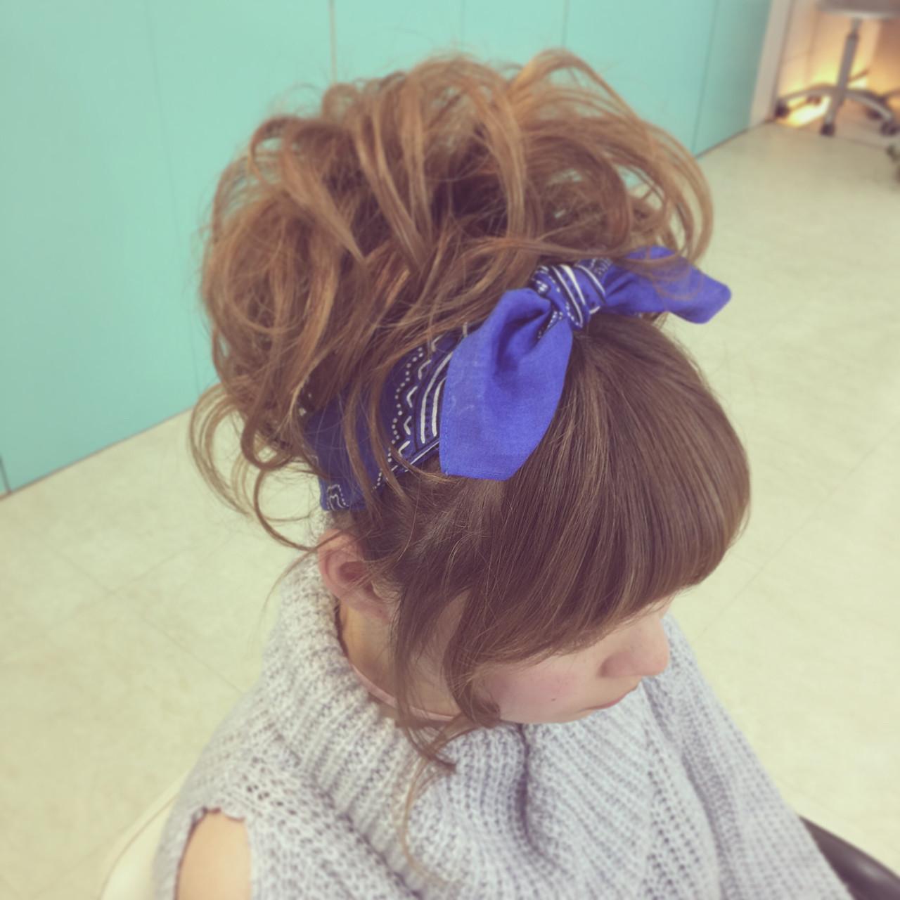 ヘアアレンジ ガーリー ミディアム バンダナ ヘアスタイルや髪型の写真・画像