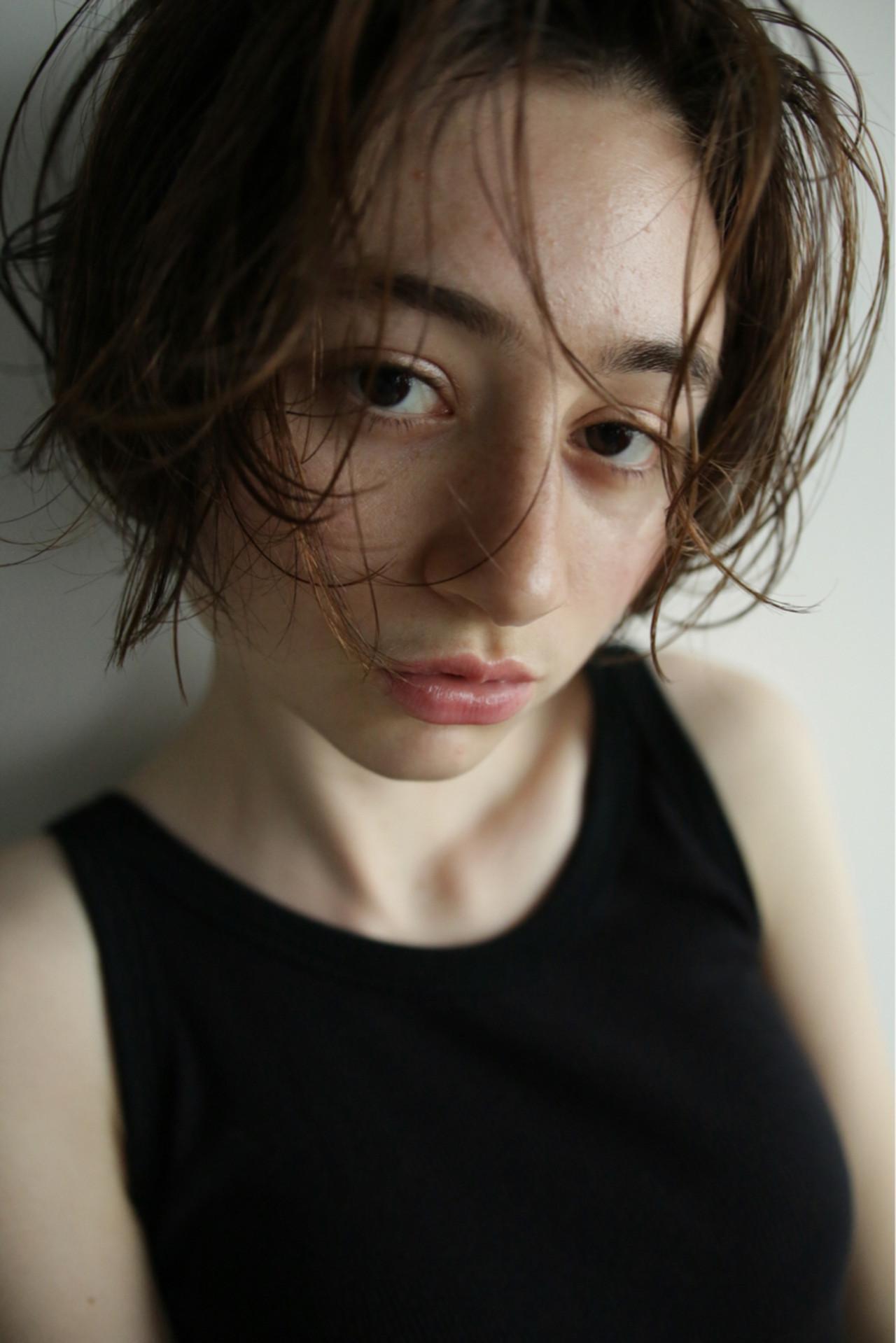 ウェットヘア ナチュラル パーマ 外国人風 ヘアスタイルや髪型の写真・画像