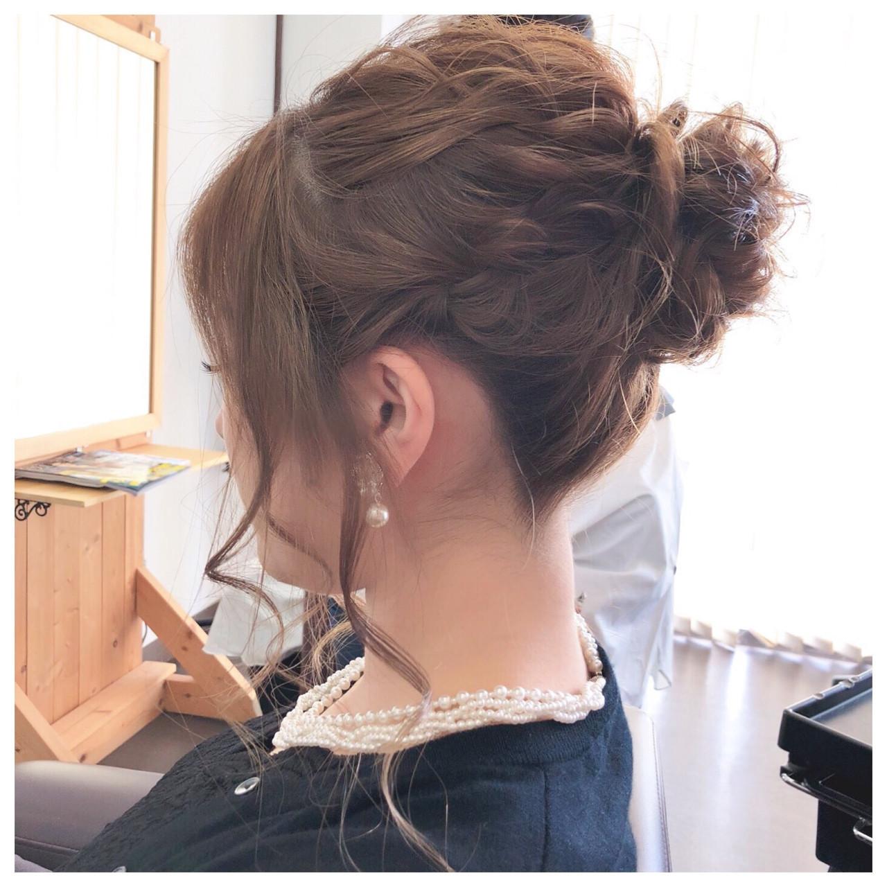 後れ毛がキュートな高めのアップスタイル ヤマナカサトル