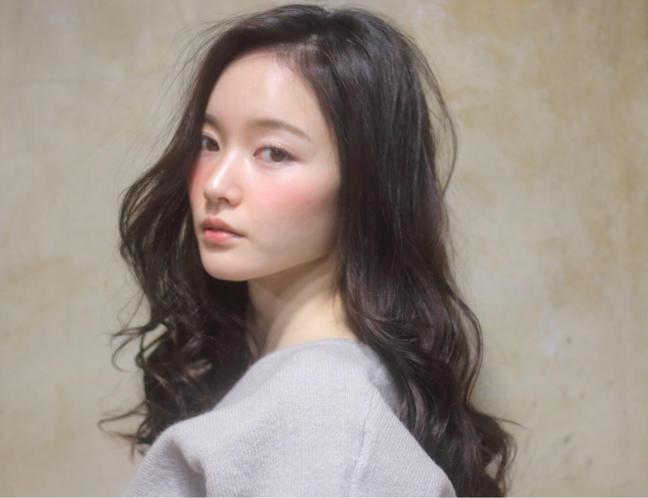 暗髪 レイヤーカット ナチュラル 大人かわいい ヘアスタイルや髪型の写真・画像