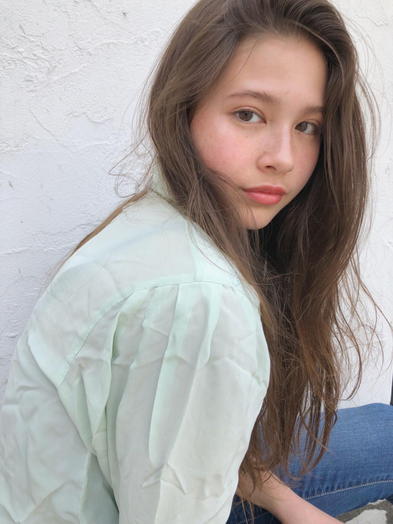 ガーリー パーマ 透明感 ロング ヘアスタイルや髪型の写真・画像
