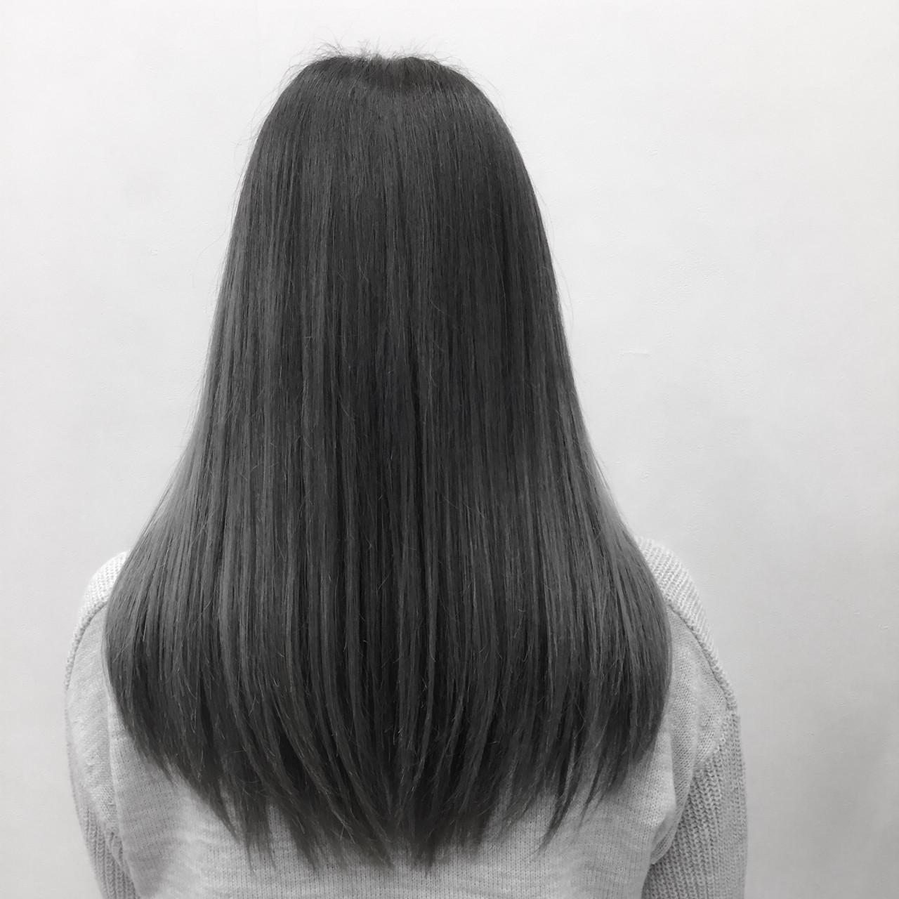 シルバーアッシュ ロング グラデーションカラー ストレート ヘアスタイルや髪型の写真・画像