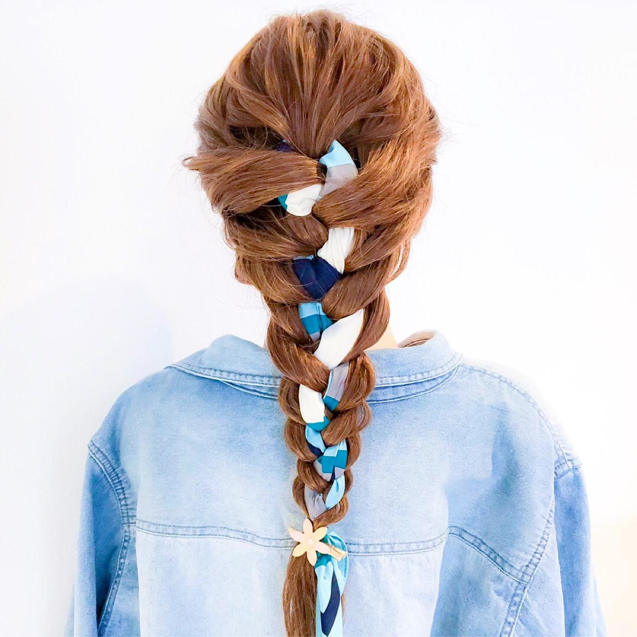 ロング アウトドア フェミニン 編み込み ヘアスタイルや髪型の写真・画像