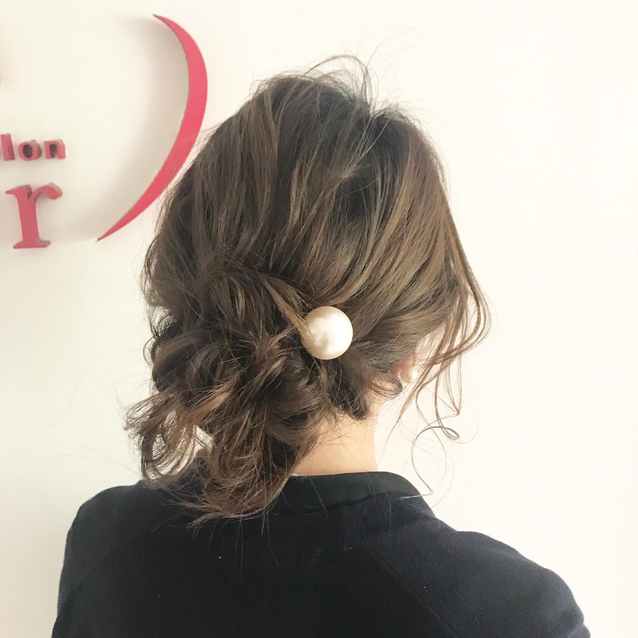セミロング シニヨン 結婚式 ルーズ ヘアスタイルや髪型の写真・画像