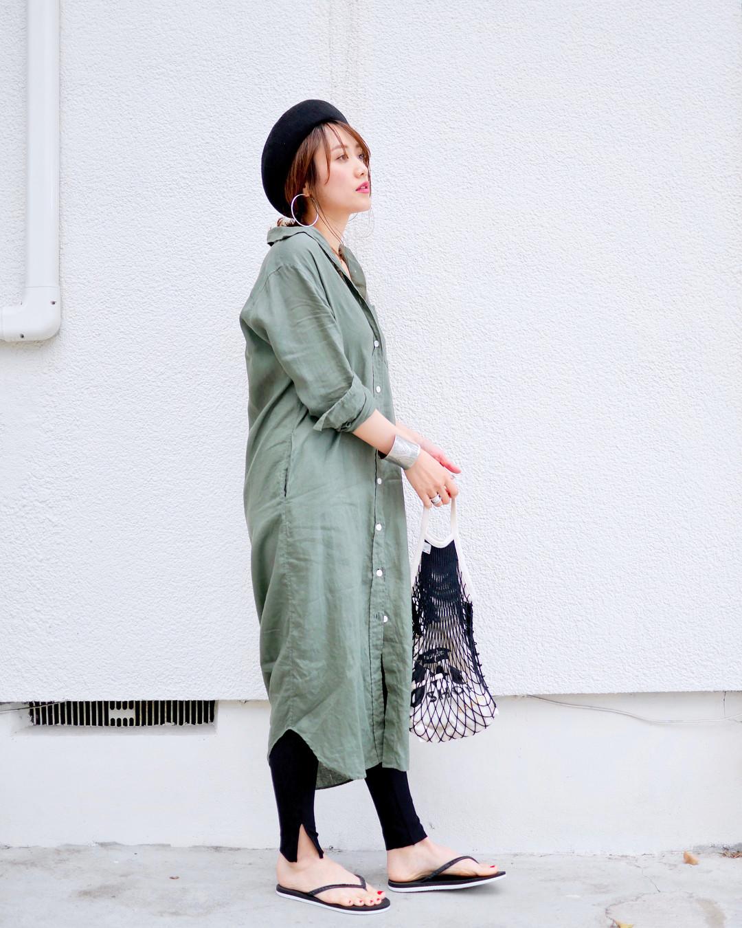 ロングシャツワンピは抜襟&小物でおしゃれに着こなす! 出典:mikiaoba