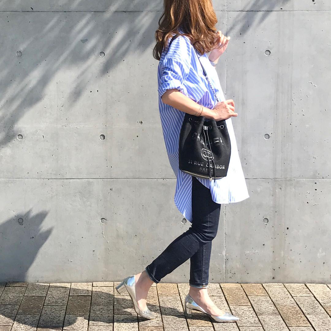 オーバーサイズシャツをワンピっぽく着こなすのも◎ 出典:mario_dozono
