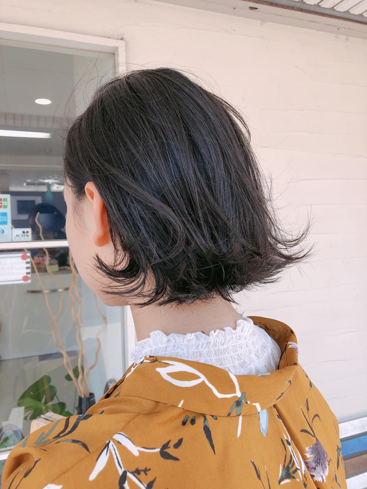 ナチュラル 外ハネ 切りっぱなし 伸ばしかけ ヘアスタイルや髪型の写真・画像