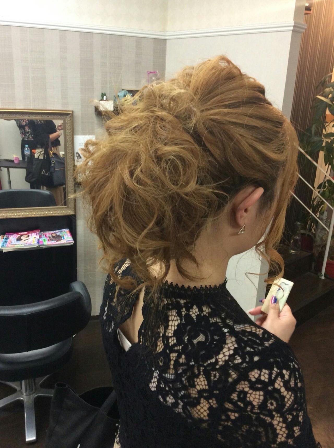 ヘアアレンジ 結婚式 ポンパドール ナチュラル ヘアスタイルや髪型の写真・画像