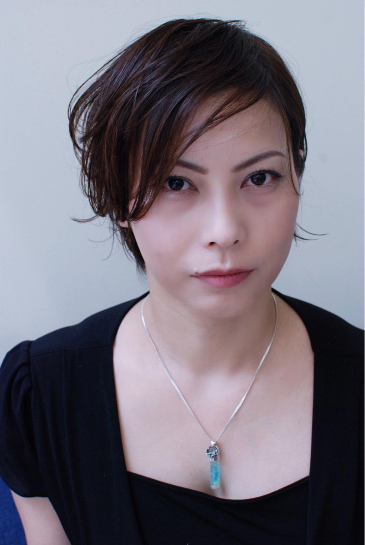 ウェットヘア ナチュラル 流し前髪 斜め前髪 ヘアスタイルや髪型の写真・画像