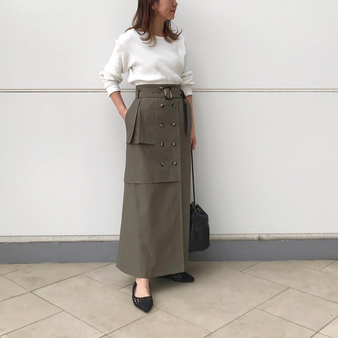 カーキのトレンチスカートでトレンドコーデ 出典:natsu420