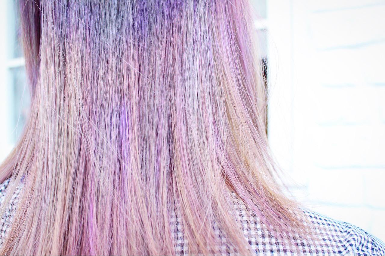 ナチュラル ピンク セミロング インナーカラー ヘアスタイルや髪型の写真・画像