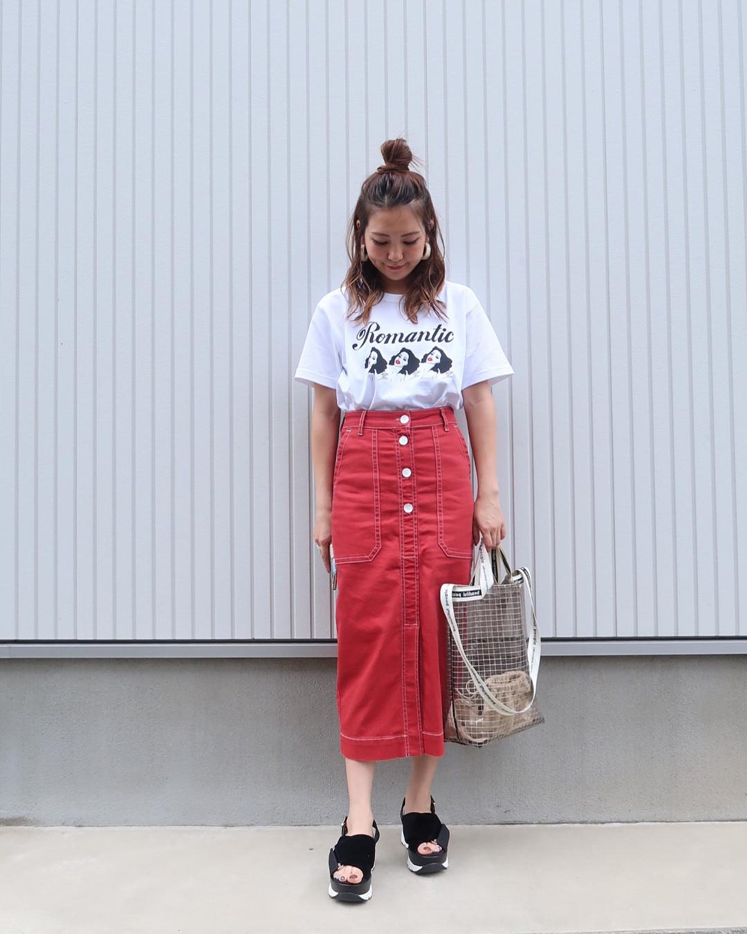 赤のクロップド丈スカートでおしゃれに雨対策 出典:natsu420