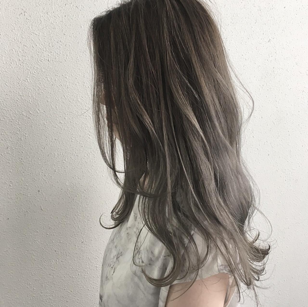 ハイライト グレージュ ロング ブリーチ ヘアスタイルや髪型の写真・画像