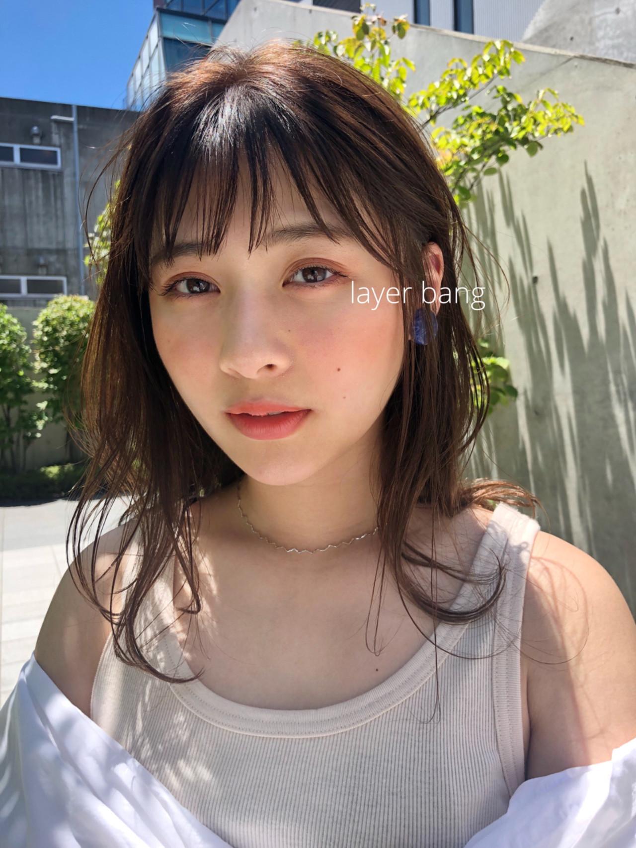 レイヤーカット 前髪あり ミディアム ナチュラル ヘアスタイルや髪型の写真・画像