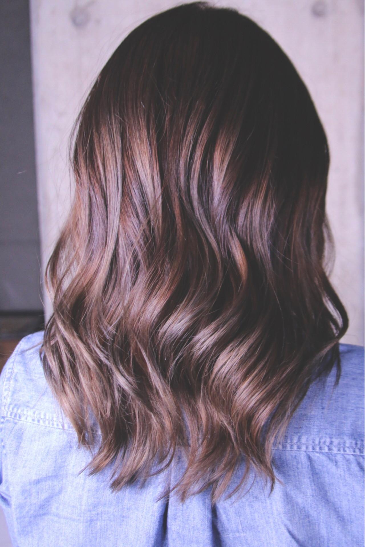セミロング 上品 ブリーチ エレガント ヘアスタイルや髪型の写真・画像