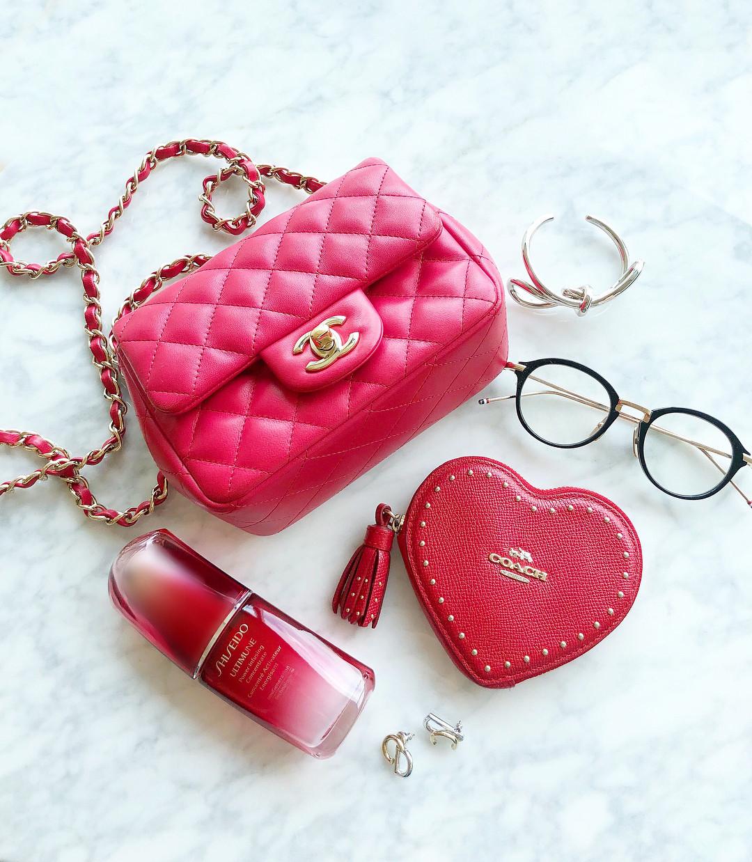 ミニ財布はインパクトカラーに挑戦するのも◎ ayumi_okabe