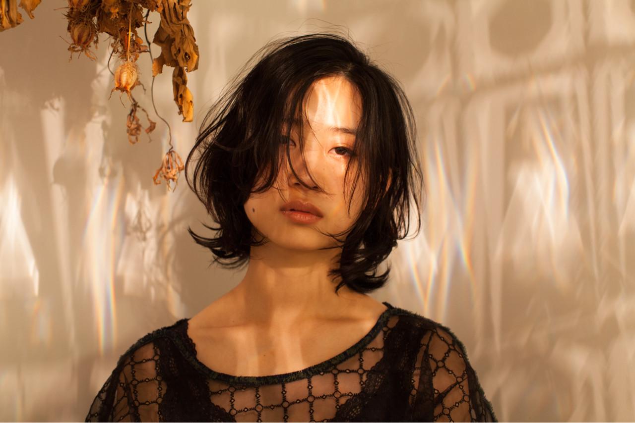 ミディアム 黒髪 ナチュラル 無造作 ヘアスタイルや髪型の写真・画像