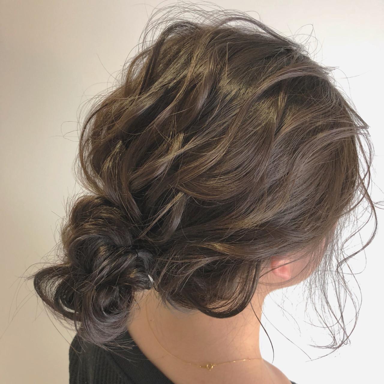 ミディアム シニヨン ナチュラル 結婚式 ヘアスタイルや髪型の写真・画像