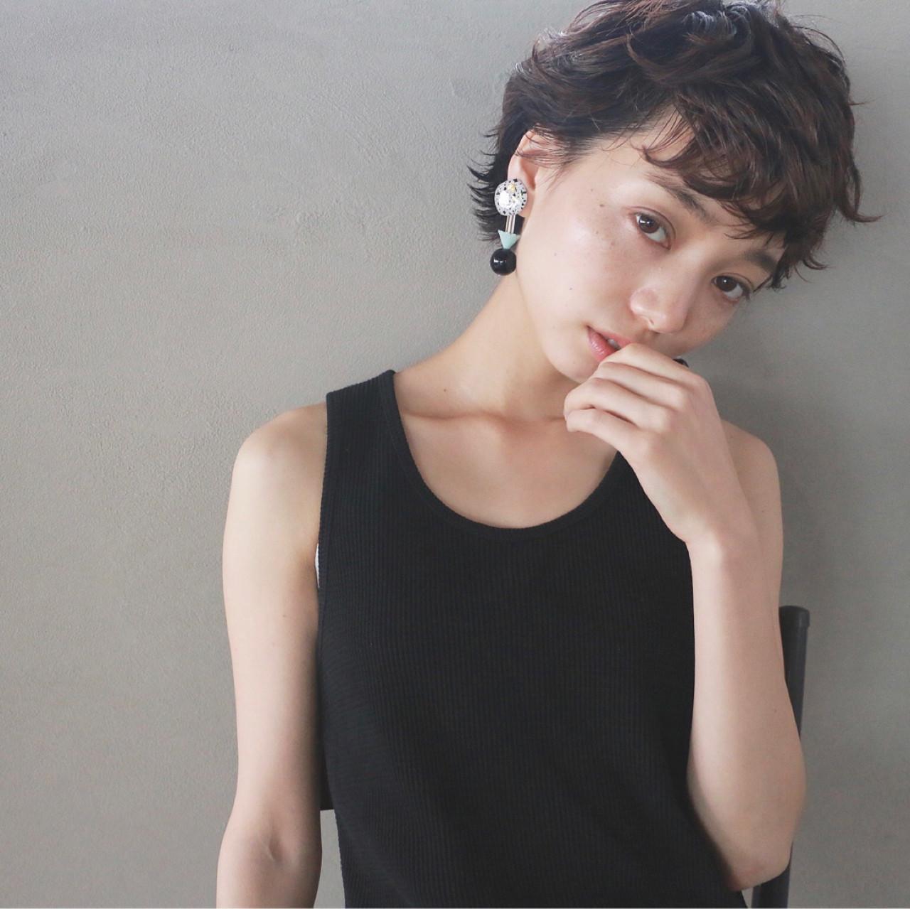ベリーショート パーマ ナチュラル 黒髪 ヘアスタイルや髪型の写真・画像
