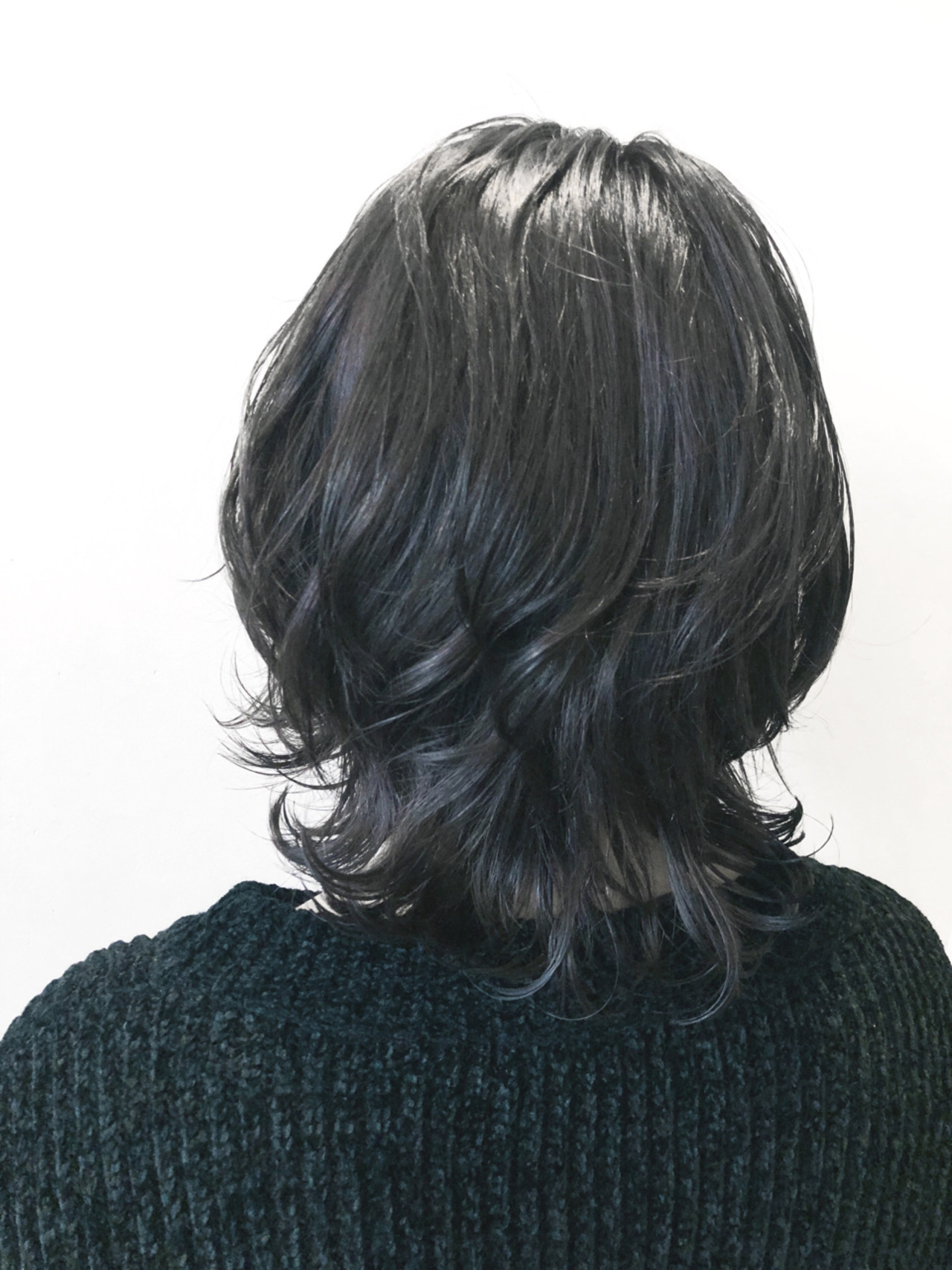 ツヤ感が美しいブルーブラックヘア ニシダ ヒカリ