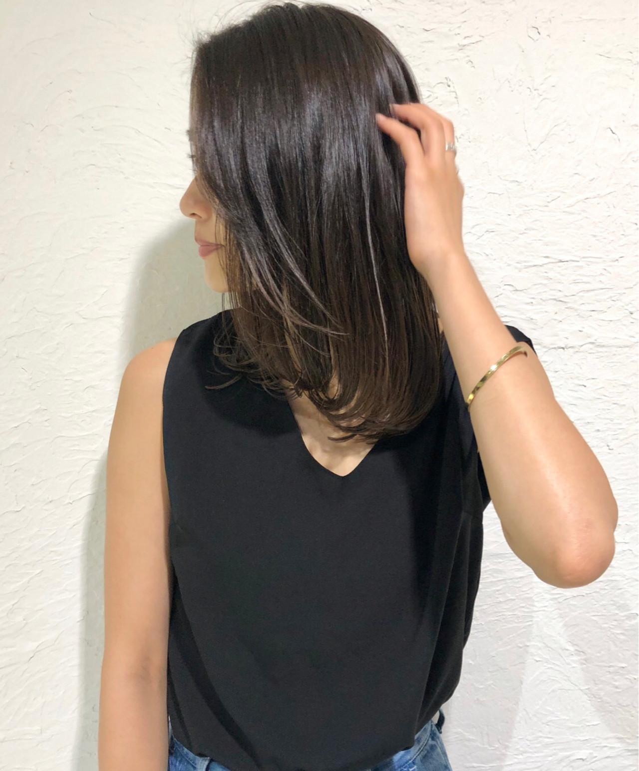 ミディアム 暗髪 グレージュ デート ヘアスタイルや髪型の写真・画像