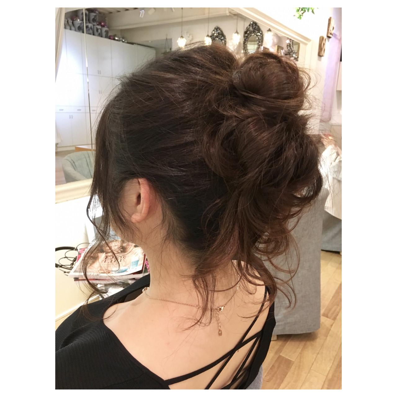 リラックス ルーズ ヘアアレンジ シニヨン ヘアスタイルや髪型の写真・画像