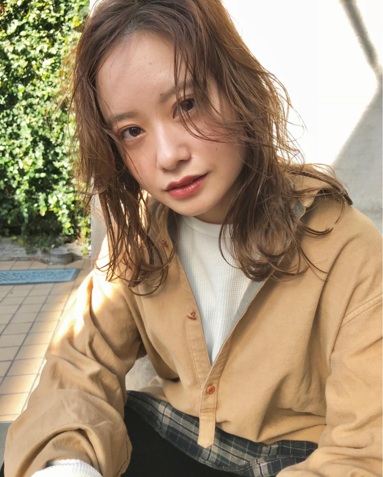 ミディアム アンニュイほつれヘア デート ナチュラル ヘアスタイルや髪型の写真・画像