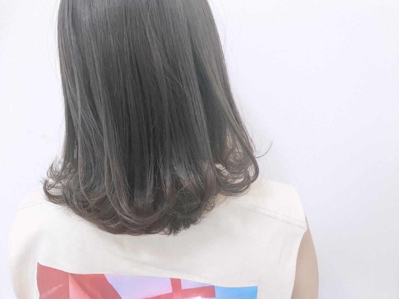 エフォートレス ミルクティーベージュ ミディアム フェミニン ヘアスタイルや髪型の写真・画像