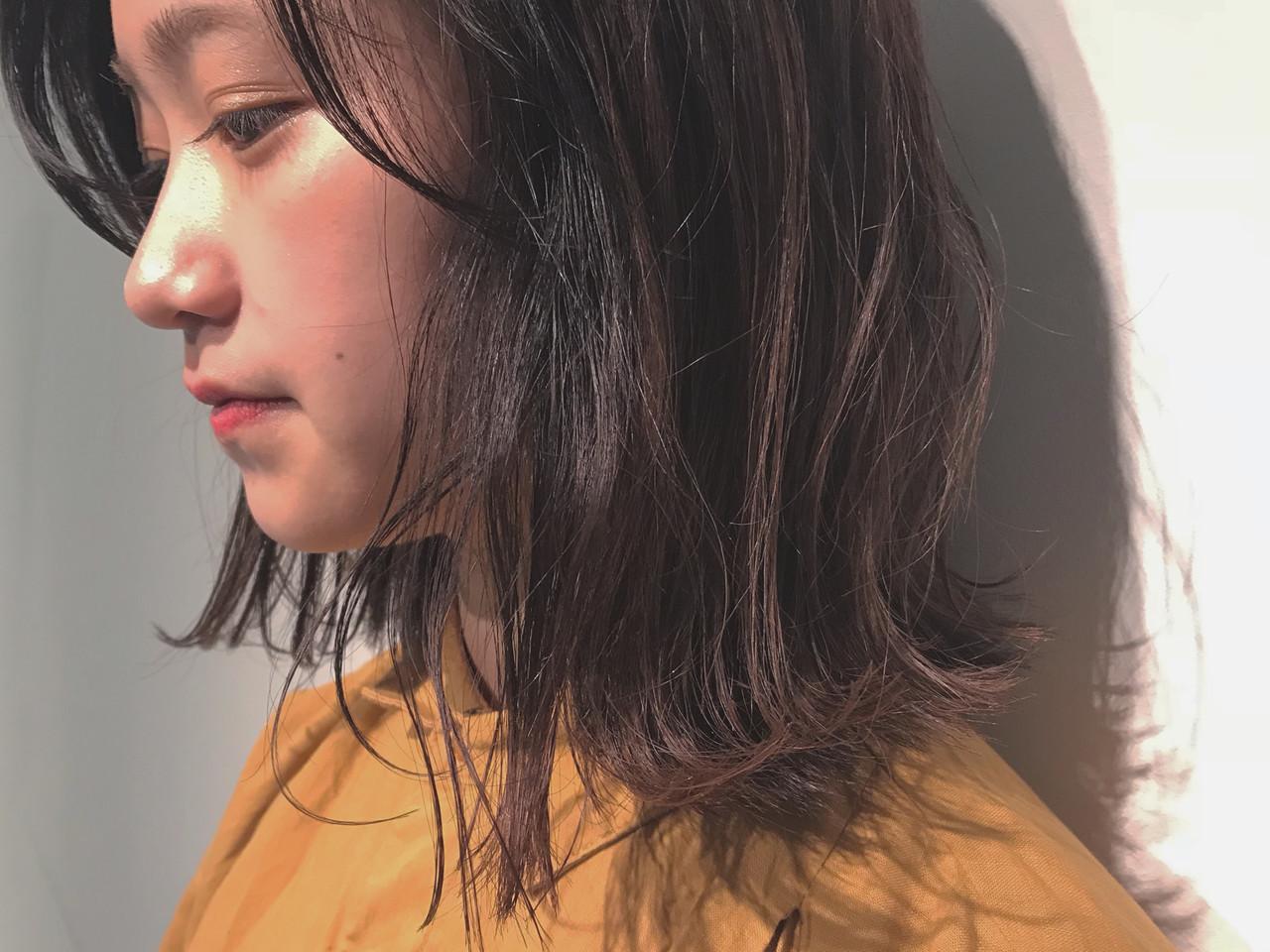 外国人風 ブラウンベージュ ミディアム アッシュブラウン ヘアスタイルや髪型の写真・画像
