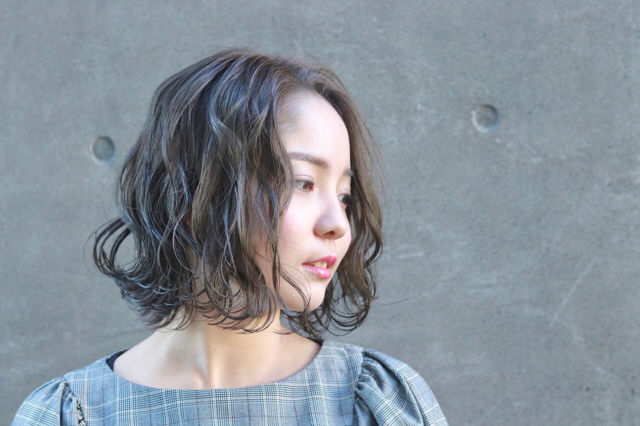 デート アッシュグレージュ 透明感 ナチュラル ヘアスタイルや髪型の写真・画像