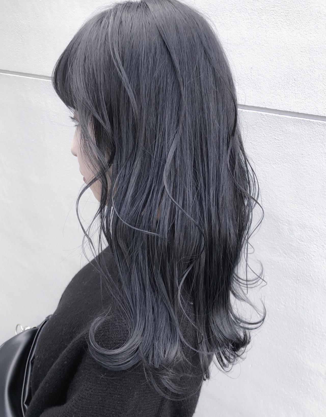 暗髪 セミロング ナチュラル ネイビーアッシュ ヘアスタイルや髪型の写真・画像