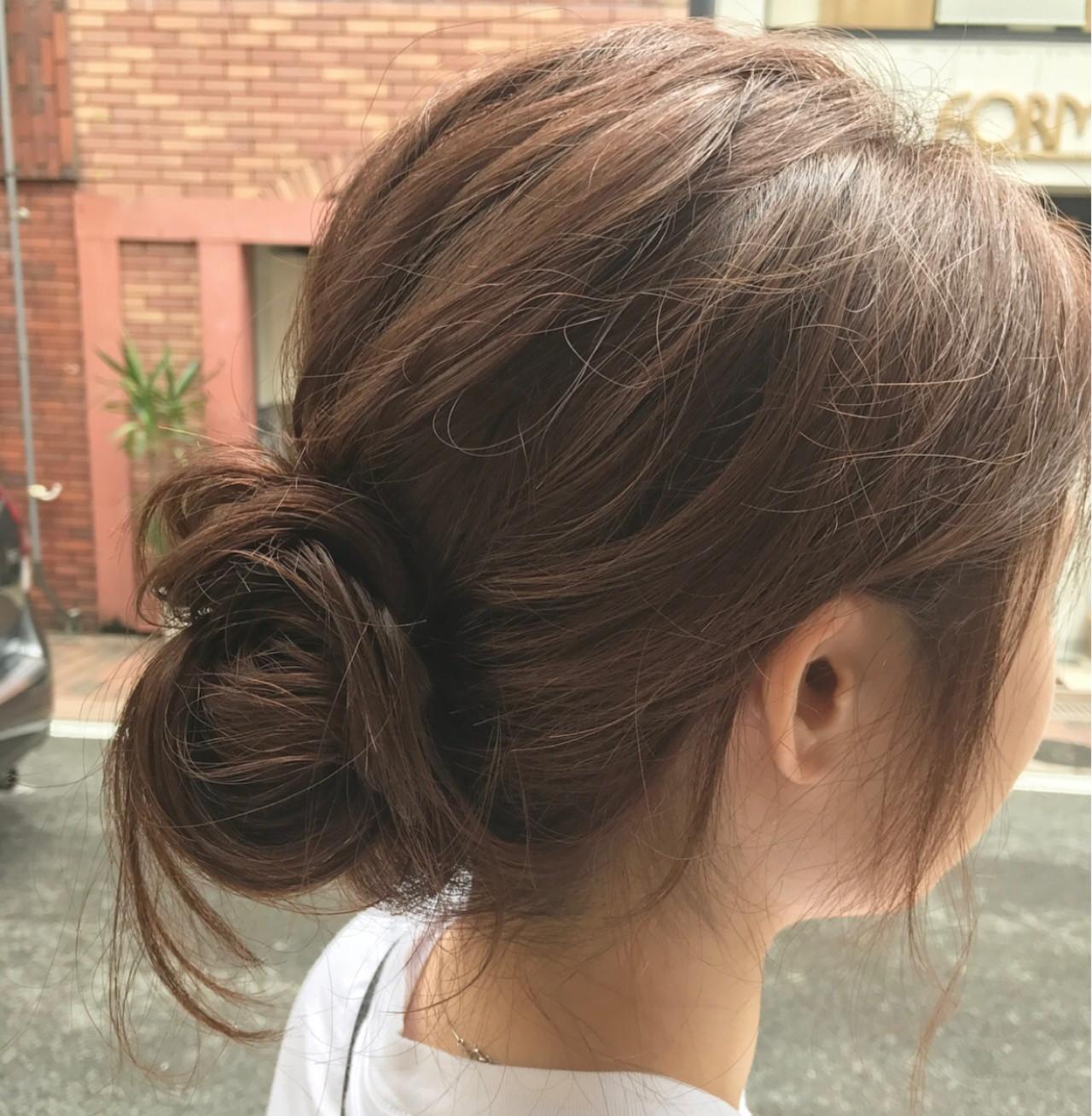 簡単ヘアアレンジ ベージュ ヘアアレンジ シニヨン ヘアスタイルや髪型の写真・画像