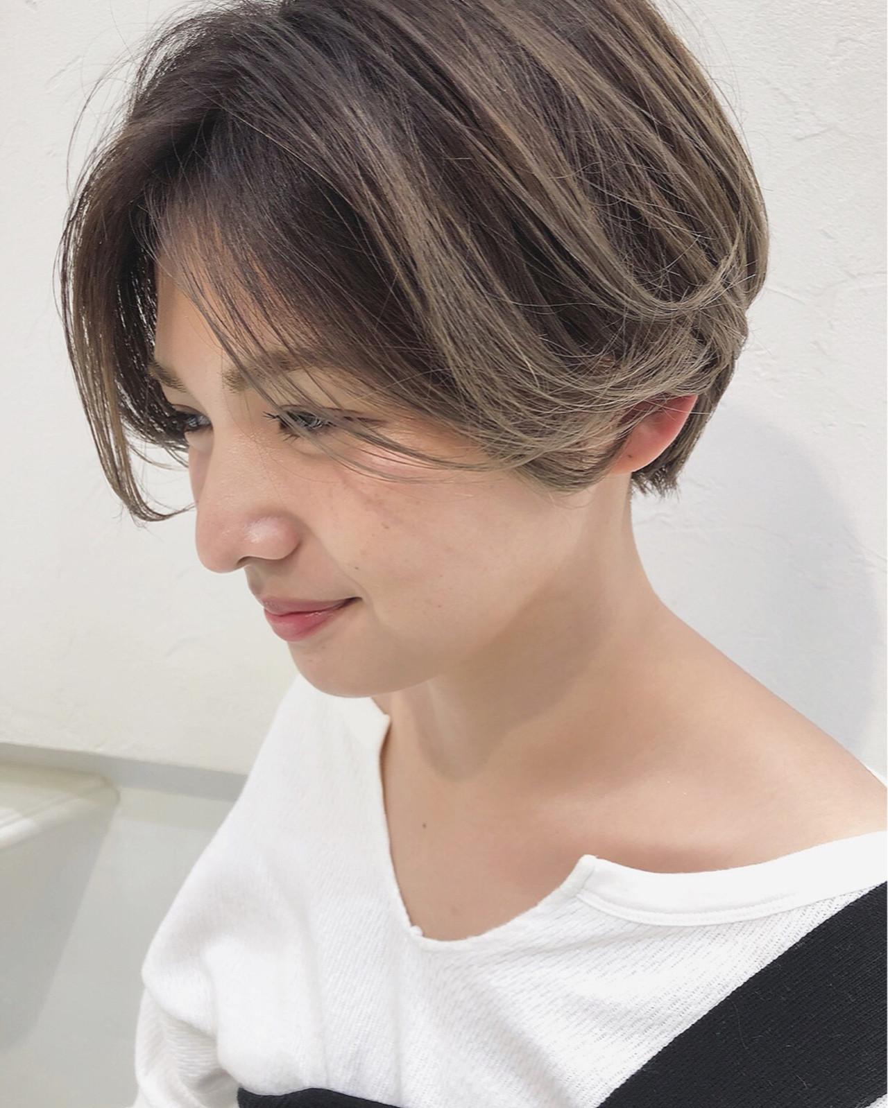 ストリート 3Dカラー アッシュベージュ ショート ヘアスタイルや髪型の写真・画像