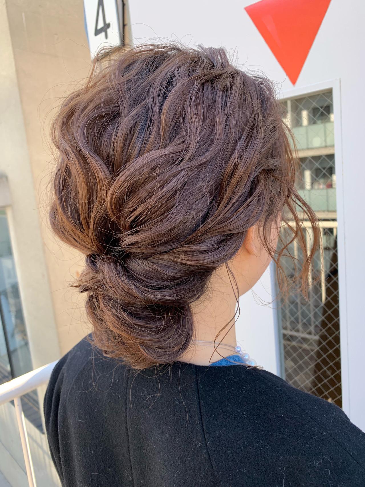 後れ毛のカールがポイントのミディアムのアップヘア miya/@1031miya  フリーランス(XENA)