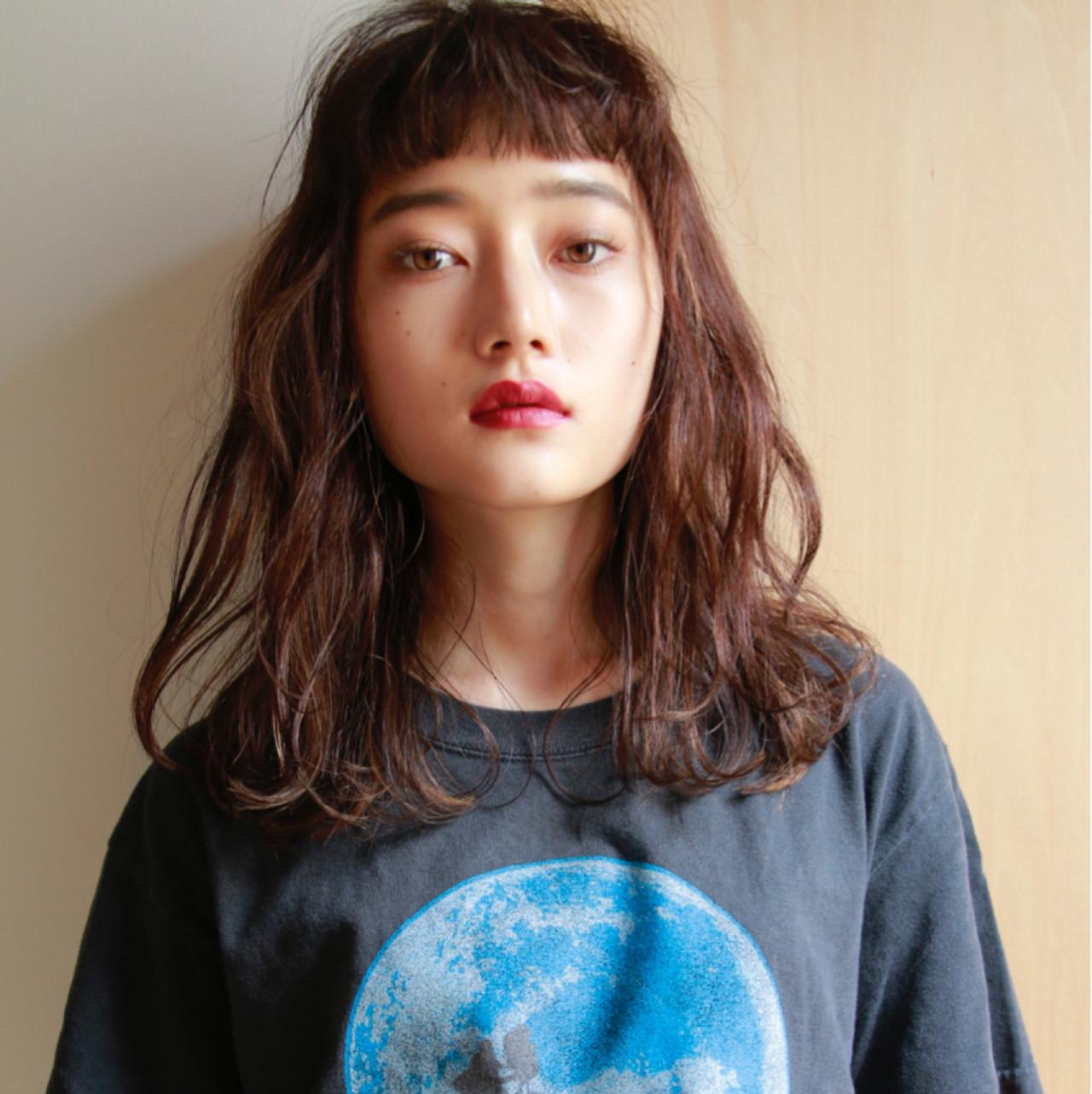 前髪あり 前髪パーマ オン眉 ナチュラル ヘアスタイルや髪型の写真・画像